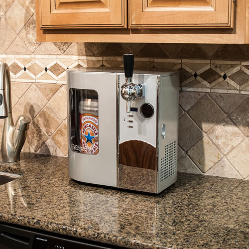 Countertop Kegerator : The coolest way to serve up a beer. Mini kegerator by EdgeStar .